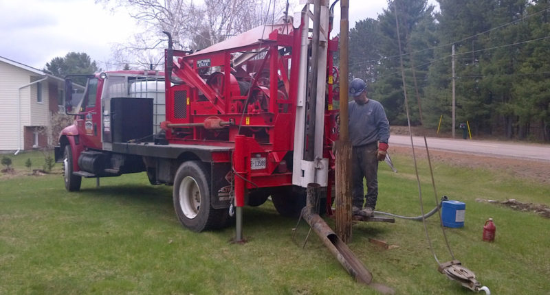 photo of mackinnon well drilling rig